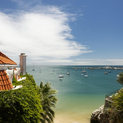 Marinaen i Cascais - en forstad til Lisboa i Portugal - på en midtsommerdag