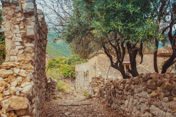 Utsikt fra innsiden av Himara slott, Albania, gamlebyen