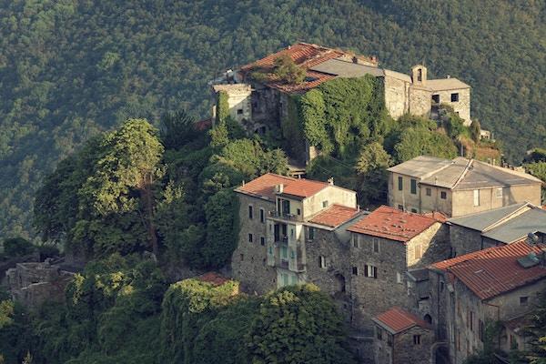 """middelalderby i Italia - Triora, Liguria, Alpene."
