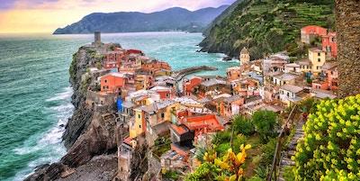 Vernazza i Cinque Terre, Liguria, Italia, ved solnedgang