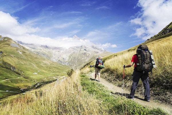 Tour du Mont Blanc er en unik vandring på cirka 200 km rundt Mont Blanc som kan fullføres på mellom 7 og 10 dager som passerer gjennom Italia, Sveits og Frankrike.