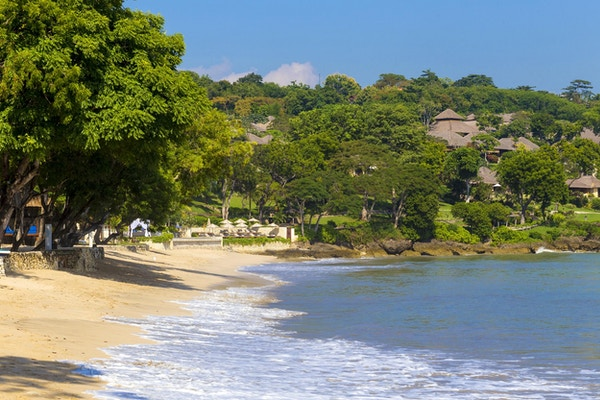 Jimbaran, strand med hvit sand i Bali, Indonesia.