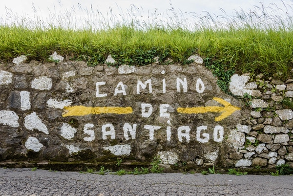 Skilting på vei til Santiago de Compostela i Spania