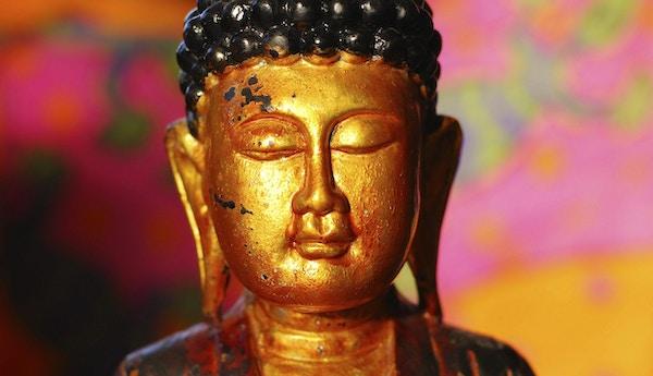 Buddhisme: Golden Buddha Head Statue