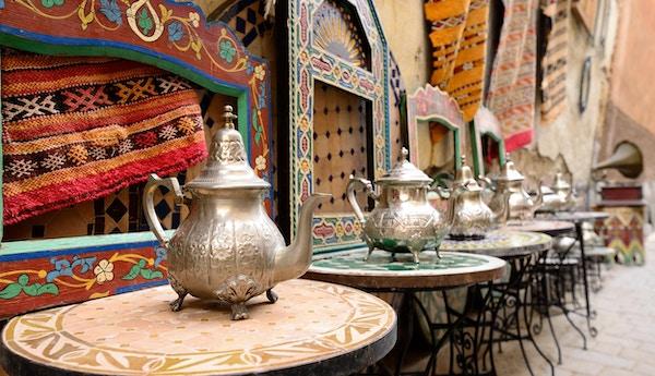Dekorative elementer på markedet i Medina.