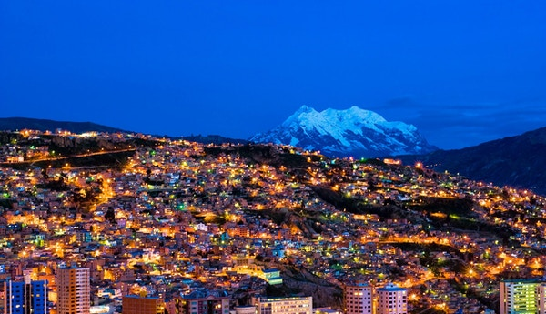 Panoramabilde om natten i La Paz, Bolivia