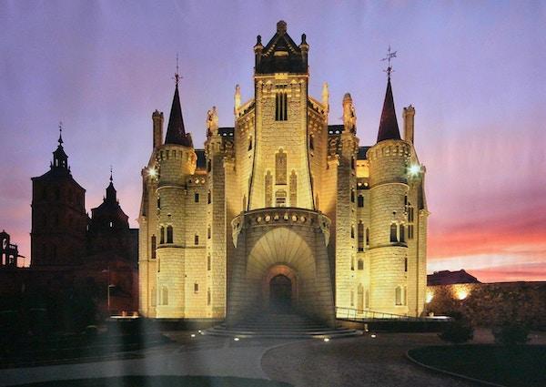 Katedralen i Astorga i skumringen.
