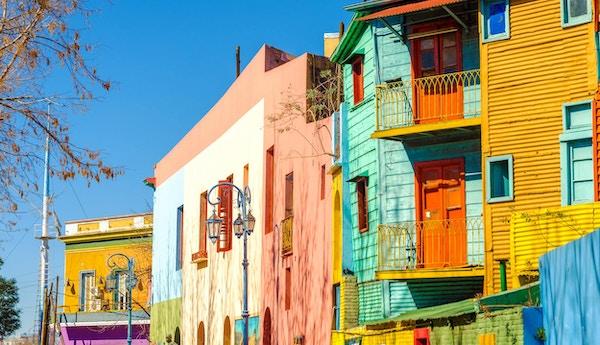 Lyse farger på Caminito-gaten i La Boca-området i Buenos Aires, Argentina