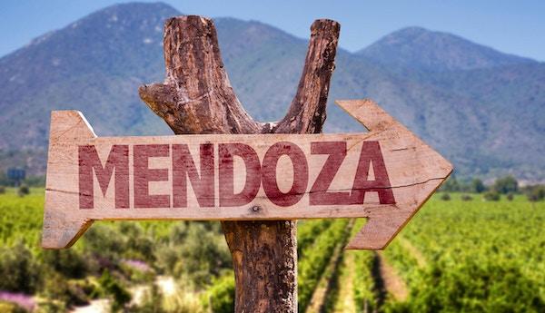 Mendoza ligger vakkert til ved foten av Andesfjellene.