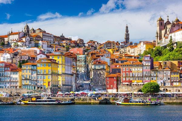 Porto, Portugal, utsyn mot gamlebyen fra motsatt side av Douroelven.