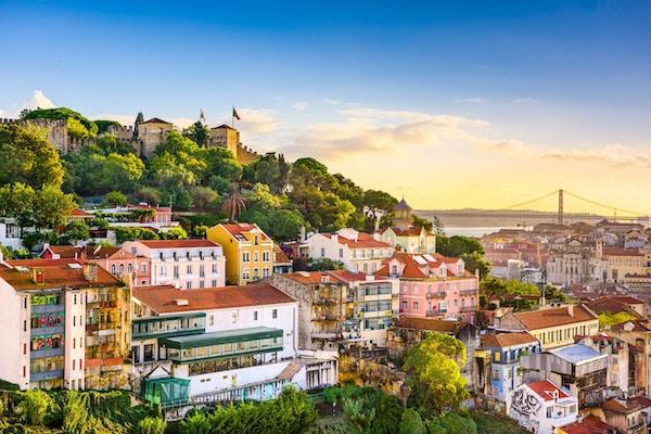 Lisboa, Portugal, gamlebyen i skumringen.