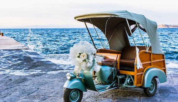 Tom scooter - bryllup ved sjøen.