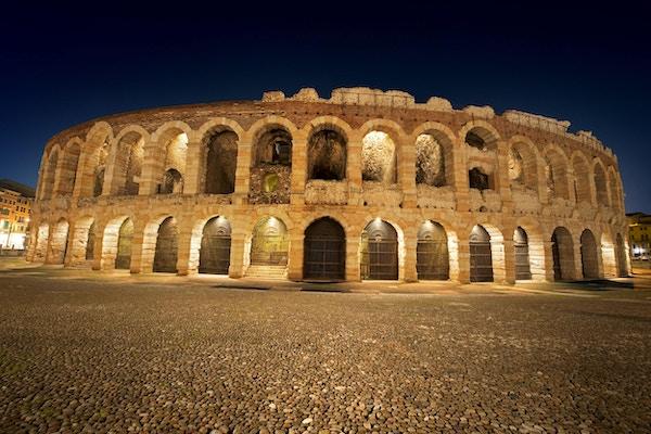 Arena of Verona om natten, verdensarv, I-III århundre - Romersk amfiteater