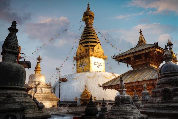 Swayambhunath Stupa står på høyden i Katmandu, Nepal
