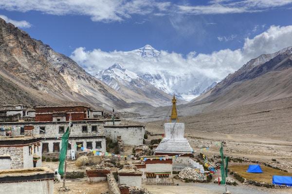 """""""Rongbuk Kloster med Mount Everest i bakgrunnen, Shigatse, Tibet."""""""