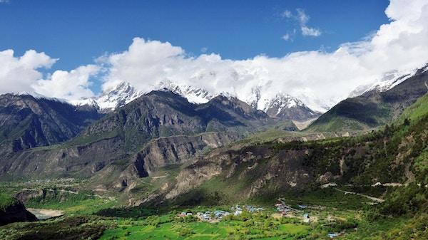 Yarlung Zangbo Grand Canyon er en av de dypeste dalene i Tibet