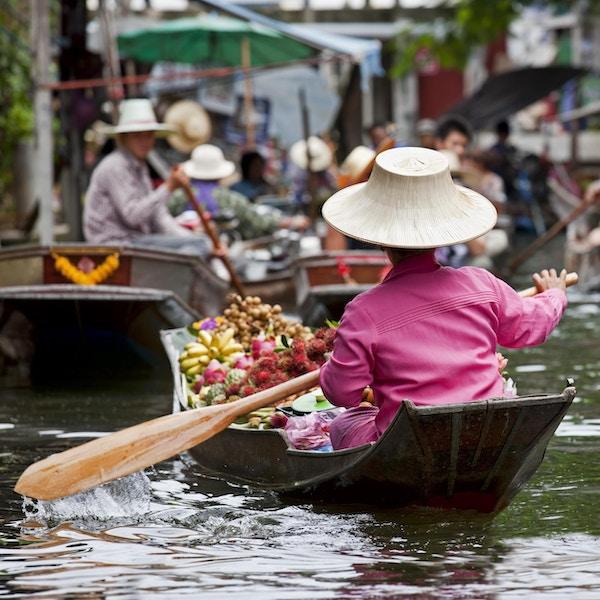 Fruktleverandør på Damnoen Saduak Floating Market, Thailand.
