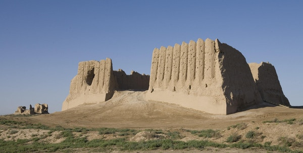 Merve-Turkmenistan- Det store Kyz Kala.Den forhistoriske byen Merve dateres tilbake til det 6. århundre før Kristus.