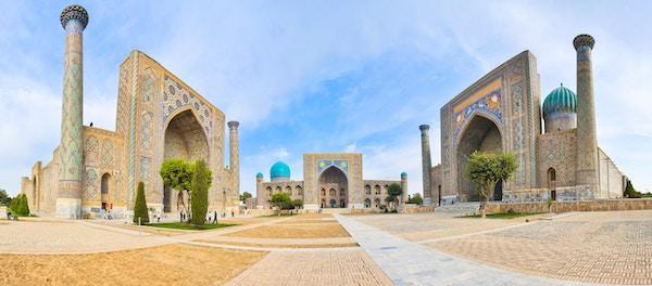 Registantorget med tre madrasahs i Samarkand.