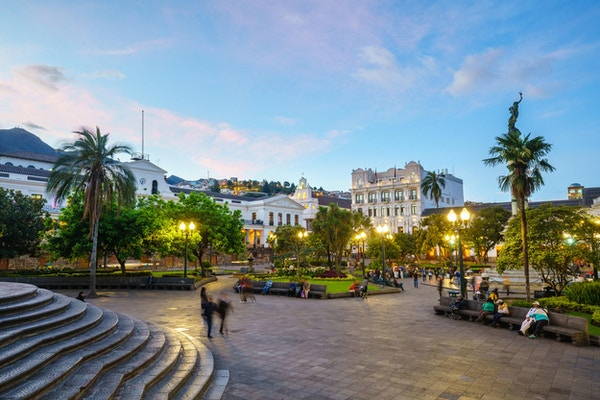Plaza Grande i gamlebyen i Quito, Ecuador om natten.