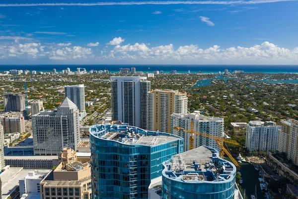 Luftfoto Fort Lauderdale sentrum, utsikt over Atlanterhavet og stranden.