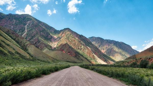 Veien til Kyzyl-Oi, Kirgisistan tatt i august 2018