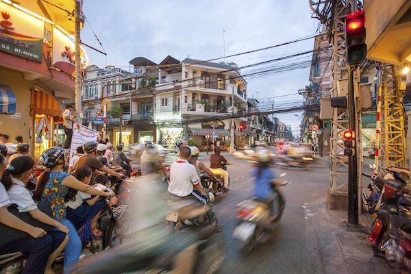 Gatescene med mopeder i Ho Chi Minh-byen