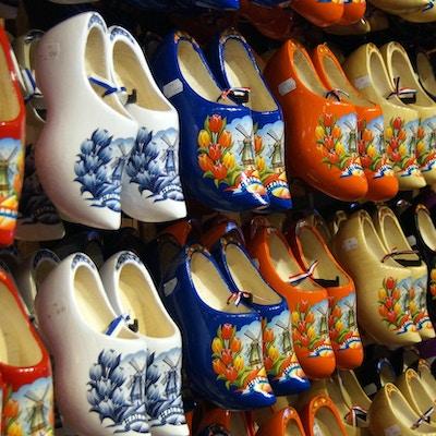 Tresko til salgs. Tresko er en kjent tradisjonell suvenir fra Holland (Zaandam, Volendam og Amsterdam)