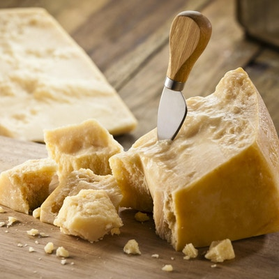 Parmesanost på skjærefjøl