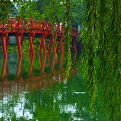Den berømte røde broen i Hanoi.