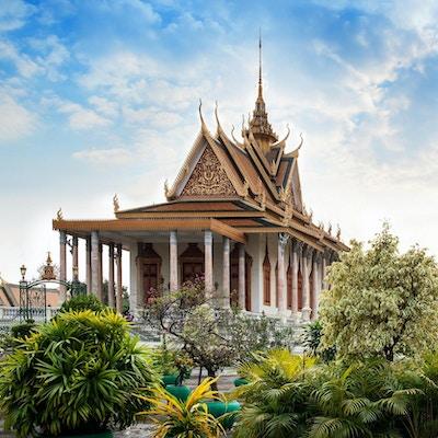The Silver Pagoda, Wat Preah Keo, Wat Ubosoth Ratanaram eller Preah Vihear Preah Keo Morakot ligger på sørsiden av det kongelige palasset i Phnom Penh.