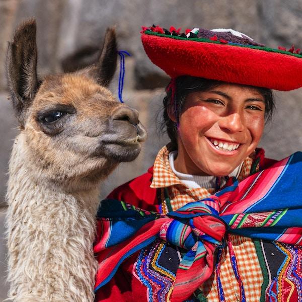 Inkaenes hellige dal eller Urubamba-dalen er en dal i Andesfjellene i Peru, nær Inka-hovedstaden Cusco og nedenfor den gamle, hellige byen Machu Picchu. Dalen er generelt forstått å omfatte alt mellom Pisac og Ollantaytambo, parallelt med Urubamba-elven, eller Vilcanota-elven eller Wilcamayu, som denne hellige elven kalles når den passerer gjennom dalen. Den blir matet av mange elver som går ned gjennom tilstøtende daler og juv, og inneholder mange arkeologiske levninger og landsbyer. Dalen ble verdsatt av inkaene på grunn av sin spesielle geografiske og klimatiske egenskaper. Det var et av imperiets hovedpunkter for utvinning av naturformue, og det beste stedet for maisproduksjon i Peru.http: //bem.2be.pl/IS/peru_380.jpg