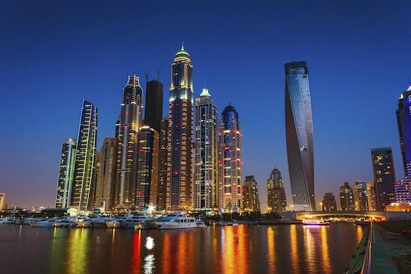 DUBAI, UAE - 14. NOVEMBER: Natteliv i Dubai Marina. UAE.