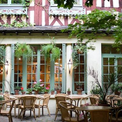 Rouen (Seine-Maritime, Haute-Normandie, Frankrike) - Domstolen for eldgamle bar - restaurant om kvelden