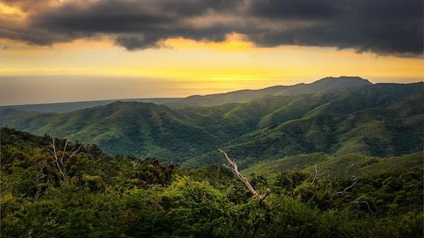Solnedgang over nasjonalparken Topes de collantes, Cuba