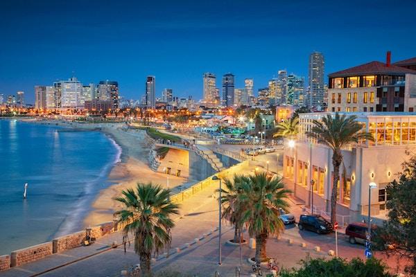 Bybildet av Tel Aviv, Israel under solnedgang.
