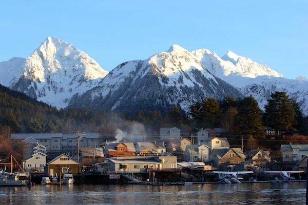 Byen Sitka, Alaska ved daggry.