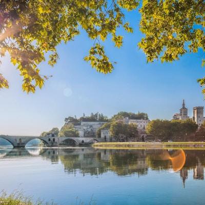 Avignon-broen med Popes Palace i Provence, Frankrike