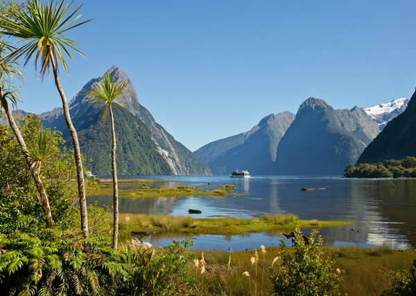 Gettyimages 154960353 new zealand milford sound