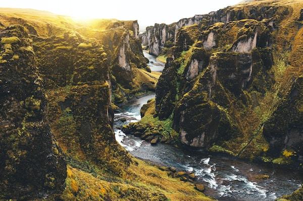 Det bratte juvet Fjadrargljufur på Island, sett fra turiststien.