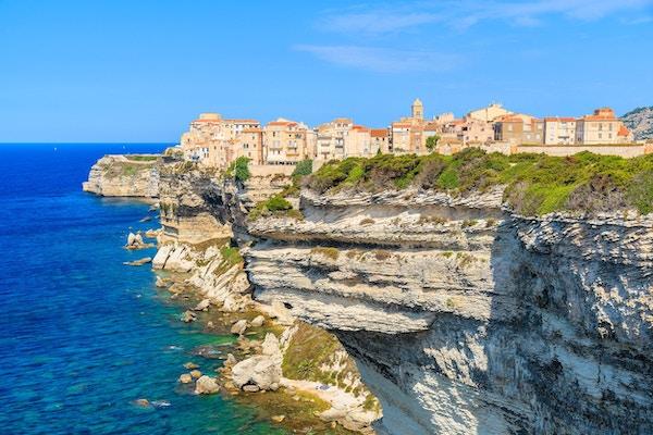 Korsika er den største franske øya ved Middelhavet og det mest populære feriemålet for franskmenn.