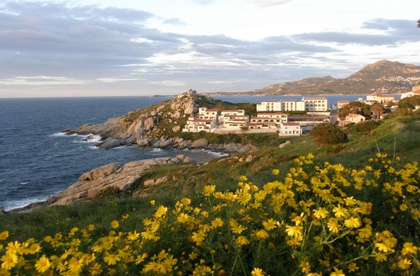 Vakker utsikt mot havet utenfor Korsika