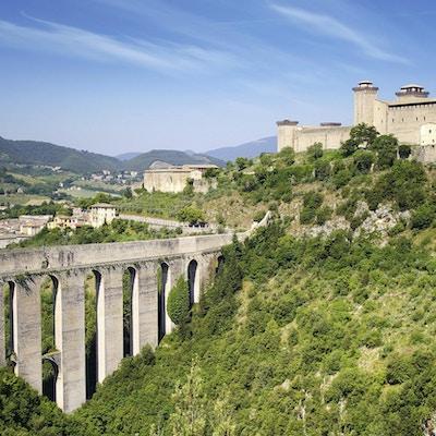 Den romerske akvedukten (Ponte delle Torri) i Spoleto,  Umbria, Italia