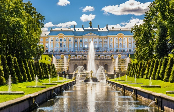 Utsikt over Peterhof Grand Palace - Russland