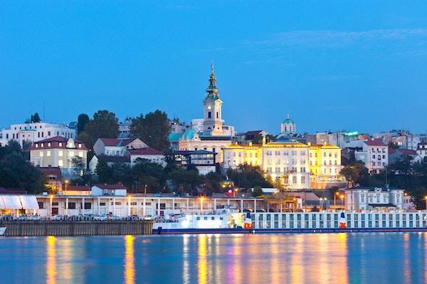Utsikt over hovedstaden i Serbia med Donau