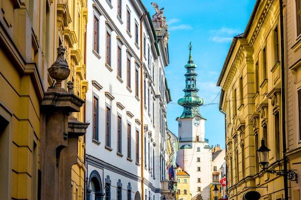 Berømte St. Michaels vakttårn og port i gamlebyen i Bratislava by, Slovakia