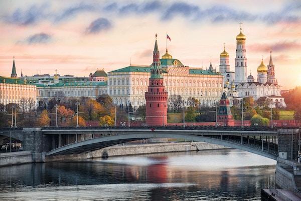 Rolig morgen med de første solstrålene i Kreml, Moskva