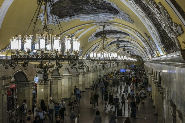 Interiøret i Komsomolskaya T-banestasjon