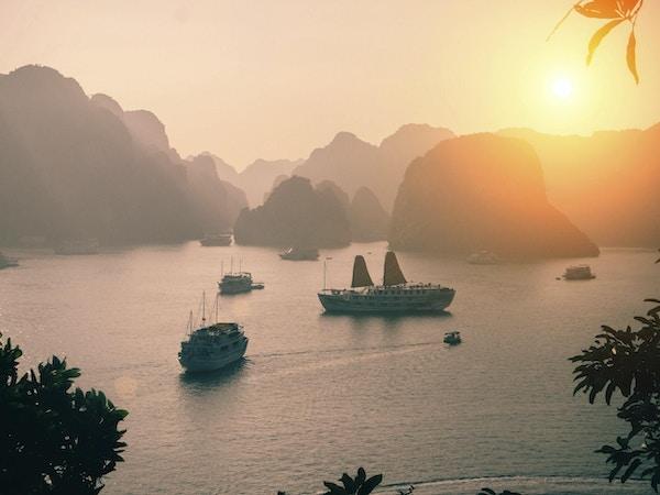 Halong Bay solnedgang, Vietnam