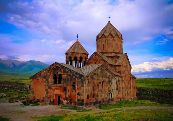 Utvendig utsikt til St. Hovhannes Karapet alias St. Johannes baptistkatedralen ved Hovhannavank kloster, Ohanavan, Aragatsotn-provinsen, Armenia